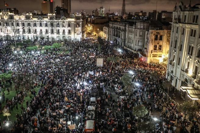 Crisis política en Perú: defender la democracia y las libertades ciudadanas